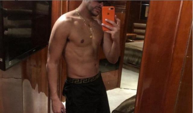 Lo que más llamo la atención fue su abdomen marcado. Foto: Instagram / @badbunnypr