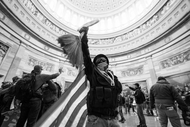 El nuevo gobierno demócrata le costará mucho conseguir la confianza de los que se adentraron en el Congreso. Foto: EFE.