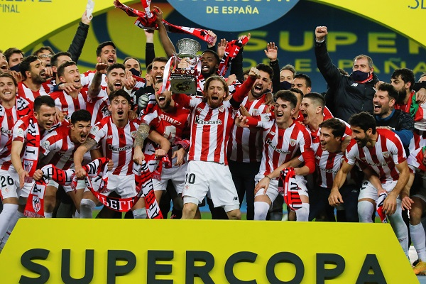 Jugadores de Athletic Club festejan. Foto:EFE