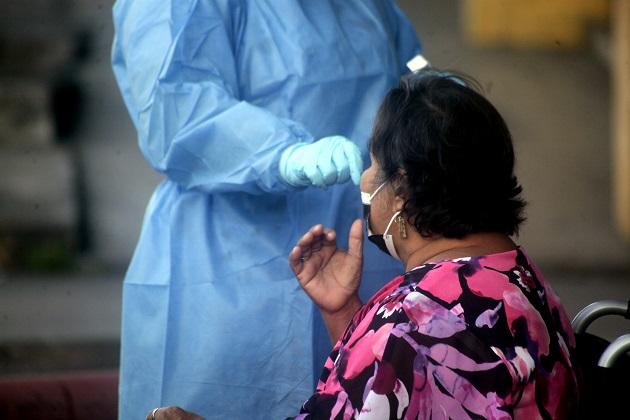 A la fecha se aplicaron 13.046 pruebas nuevas para detectar la covid-19. Foto: Víctor Arosemena