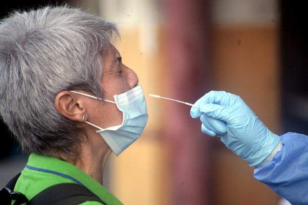 En las últimas 24 horas se aplicaron 13.197 pruebas para detectar el nuevo coronavirus SARS-CoV-2. Foto: Víctor Arosemena