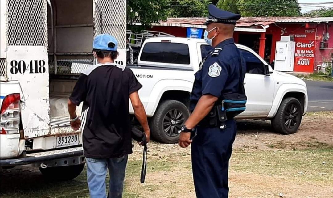 El pasado lunes se aprehendió a 36 hombres por salir en día no permitido. Foto: Thays Domínguez
