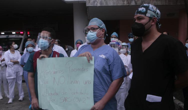 Los médicos en formación aseguran ser los más expuestos al virus, por los turnos que tienen que realizar, a veces hasta de 36 horas. Foto de Víctor Arosemena