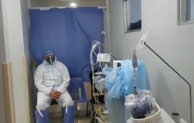 En esta policlínica, asegura el personal médico existe una sala de aislamiento para pacientes positivos al virus covid-19, en la cual se han alojado hasta 20 personas en estado grave.