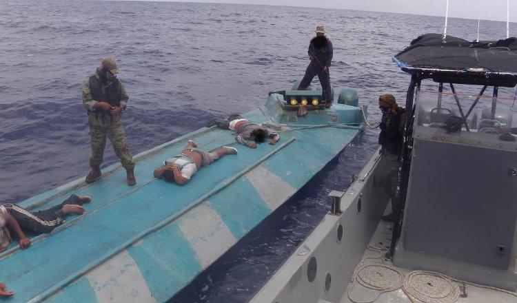 Unidades del Senan detienen una LPV al sur de la isla de Coiba y detiene a tres tripulantes. Cortesía: Senan