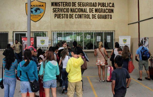 Los nicaragüenses protestaron en la embajada de Nicaragua en Panamá y en la Defensoría del Pueblo.