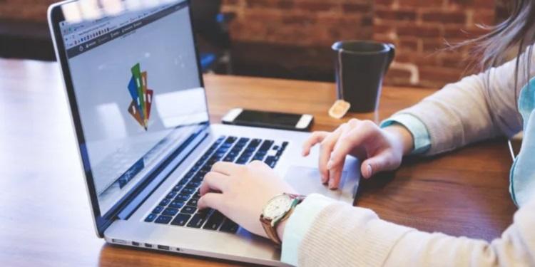 Actividades como el comercio en línea ganan más adeptos ante las restricciones de movilidad.