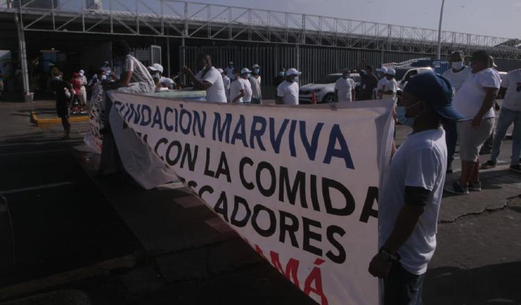 Ayer, hubo protestas en todo el país por parte de estos trabajadores, mientras que en la capital, un grupo marchó desde el mercado de mariscos hacia la Asamblea Nacional, donde fueron recibidos por un grupo de diputados.