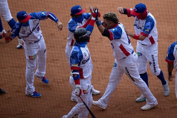 Jugadores dominicanos festejan. Foto: EFE