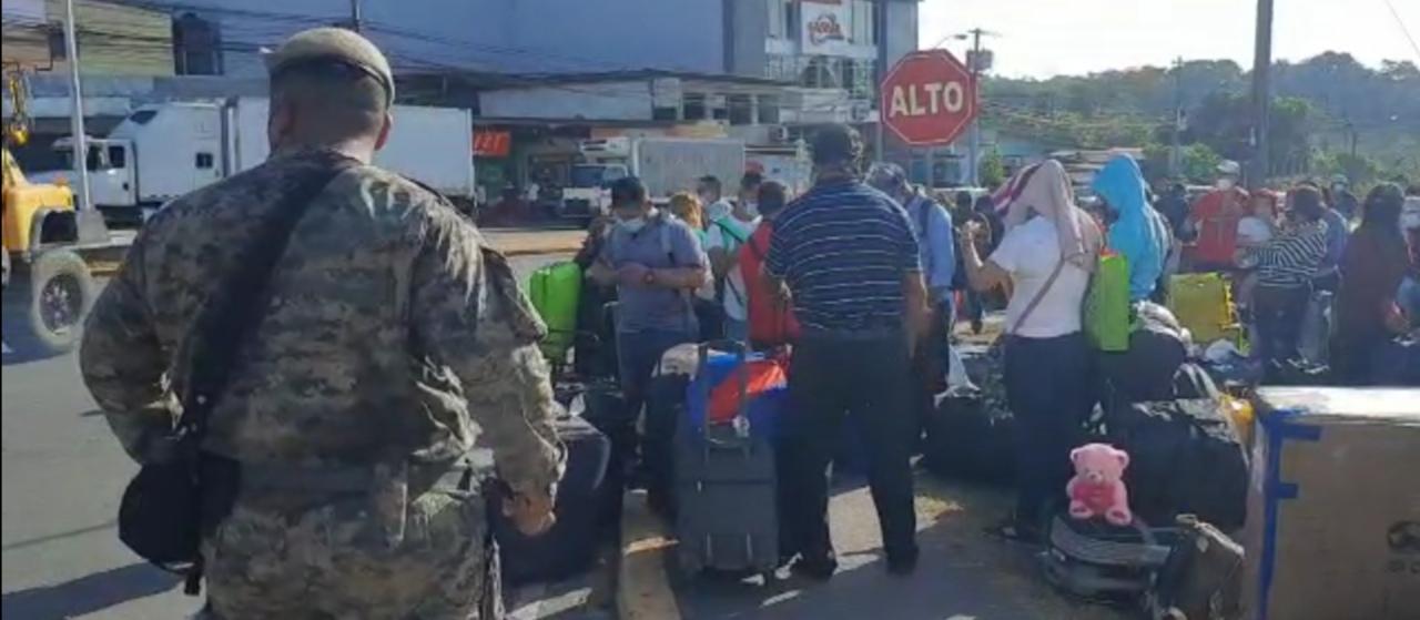 Entre estos viajeros nicaragüenses se encuentran niños, mujeres embarazadas, jóvenes y adultos. Foto: Mayra Madrid