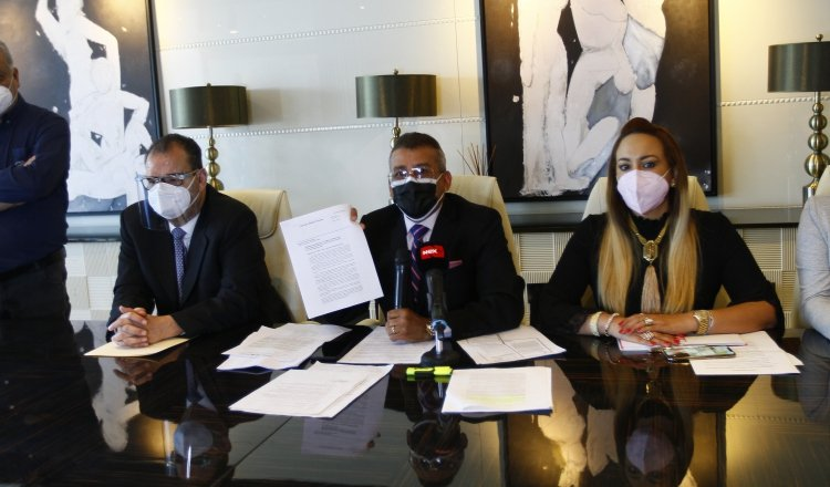 Defensa de Martinelli durante la conferencia de prensa del día de ayer. Landro Ortiz