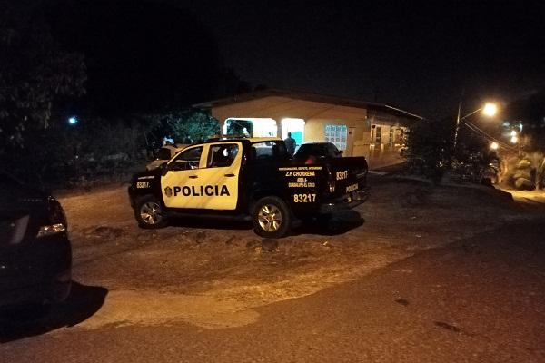 Personal de Criminalística del Ministerio Público, procedió a realizar el levantamiento del cadáver, pasadas las 2:00 de la madrugada.