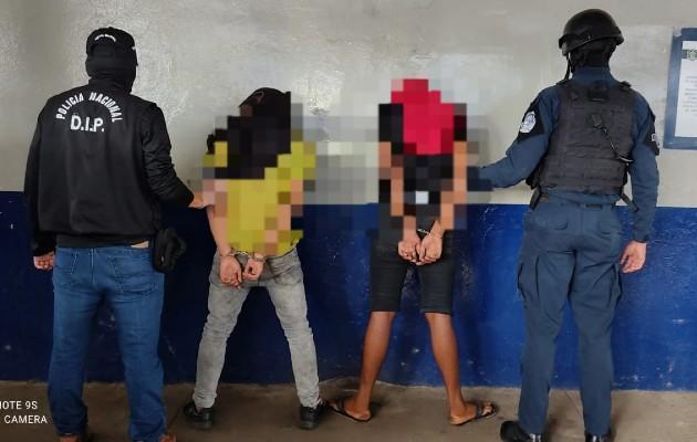 En los allanamientos se detuvo a dos personas que eran requeridas por la justicia y se incautó un arma de fuego.