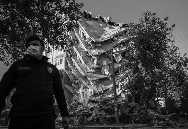 Terremotos y tsunamis han azotado países y regiones. Pestes como la llamada