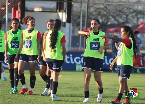 Jugadoras de la selección femenina en los entrenamientos. Foto: @fepafut