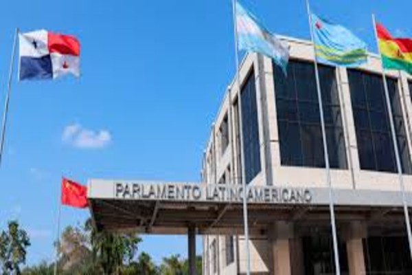 Dicho pronunciamiento del organismo legislativo fue aprobado en sesión semi-remota de Mesa Directiva, presidida por el senador Jorge Pizarro Soto, desde la Sede Permanente en la ciudad de Panamá.