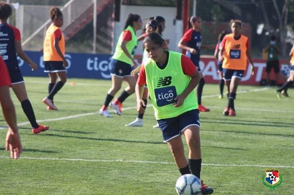Jugadoras de la selección durante entrenamientos. Foto: @fepafut