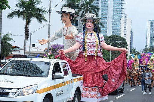 Dos personajes simbólicos del Carnaval de Panamá.