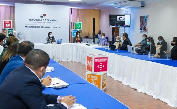 La ministra del Mides, María Inés Castillo, preside la Junta Directiva de la Senniaf. Foto cortesía Mides