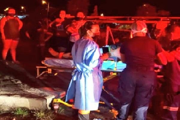 Personal del Cuerpo de Bomberos acudió al lugar y sacó a la mujer del pozo, pero ya no tenía signos vitales.