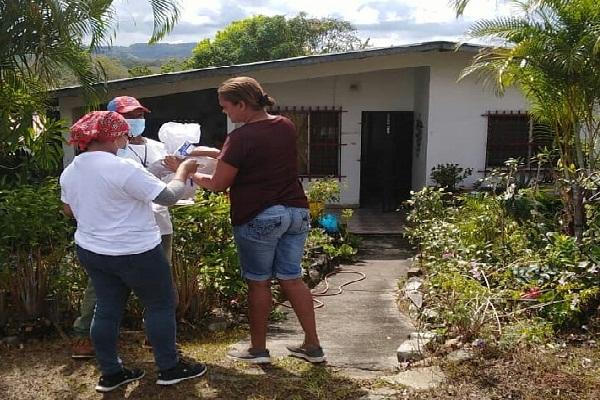 La Gobernación de la provincia de Panamá Oeste, en el distrito de Capira son entregadas cada 15 días, unas 17,500 bolsas de alimentos.