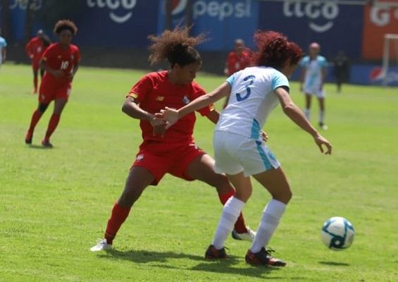 Marta Cox marcó el único tanto para la selección femenina vía penal. Foto: @fepafut