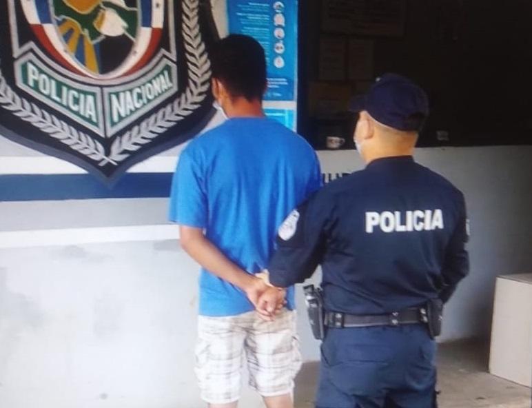 El presunto agresor se entregó en la estación policial del distrito de Las Minas. Foto: Thays Domínguez