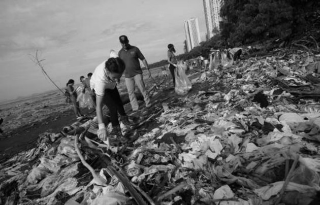 La falta de un genuino interés para solucionar este problema por todos los gobiernos ha convertido a barrios populares, sobre todo, en sitios propensos a enfermedades infecciosas. Foto: EFE.