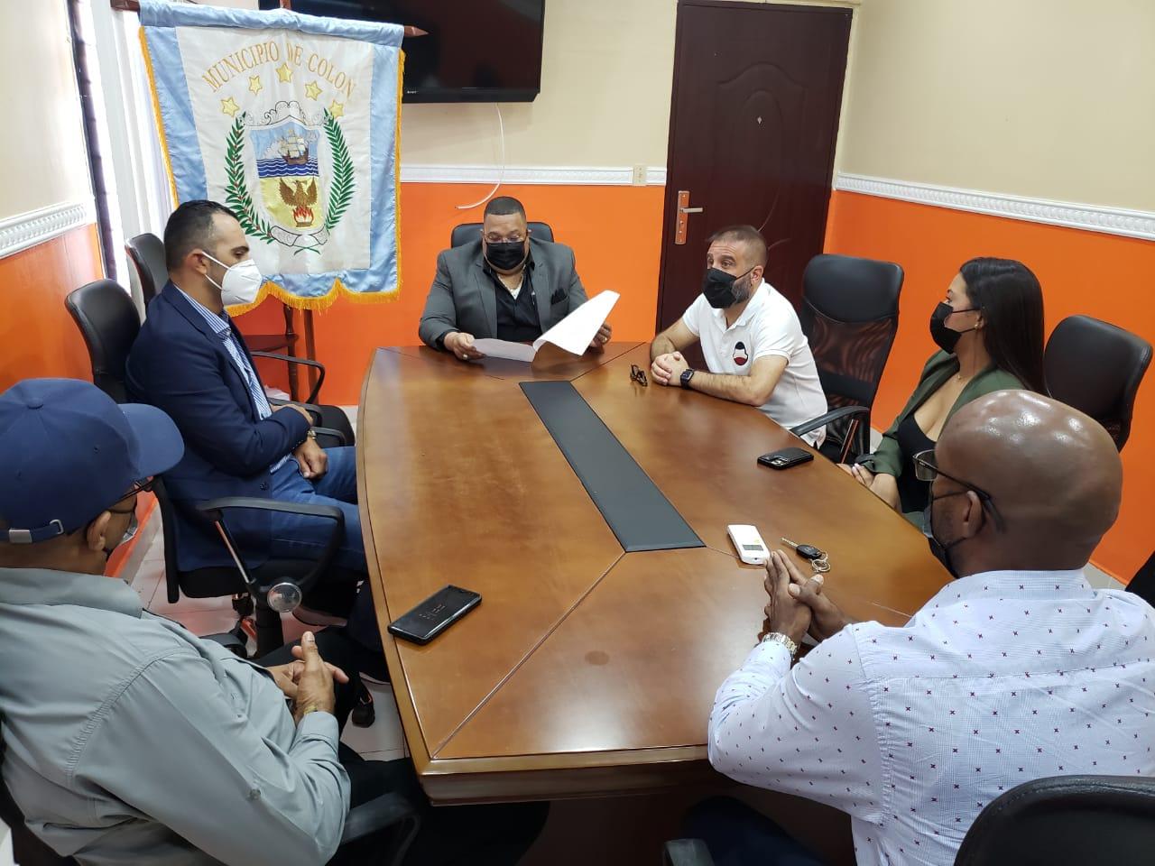 El alcalde Lee en la reunión con empresarios y representantes de la ATTT. Foto: Diómedes Sánchez