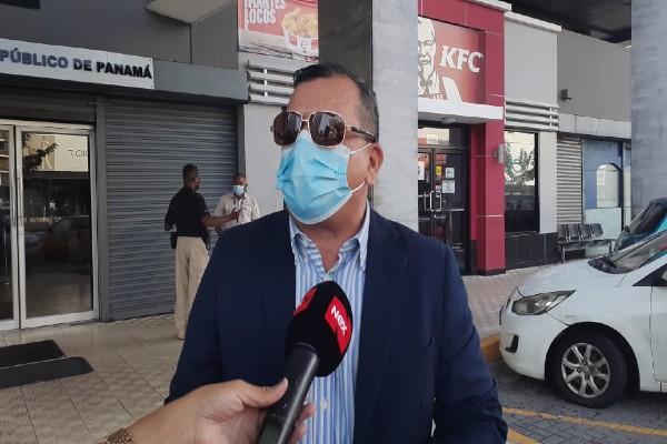 De acuerdo con el abogado Roiz Navarro, dentro de la documentación que anteriormente él había presentado al Ministerio Público, le instan ahora mediante una resolución a que aporte otros elementos.
