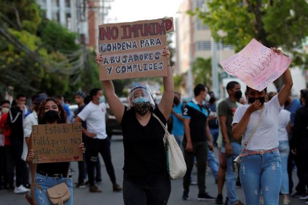 Ciudadanos protestan contra los casos de abuso a menores. EFE