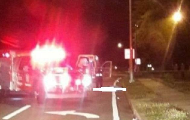 Las autoridades del tránsito iniciaron las investigaciones que permitan deslindar responsabilidades de este hecho que dejó una víctima por atropello.