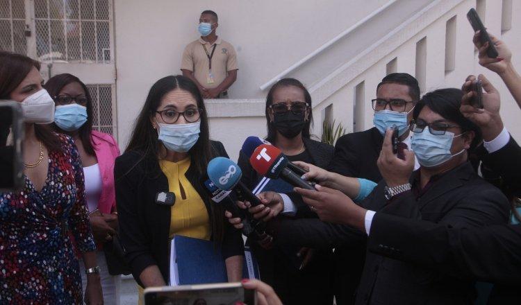 La diputada Zulay Rodríguez (amarillo) manifestó que en el día de mañana interpondrán una nueva denuncia por este caso.