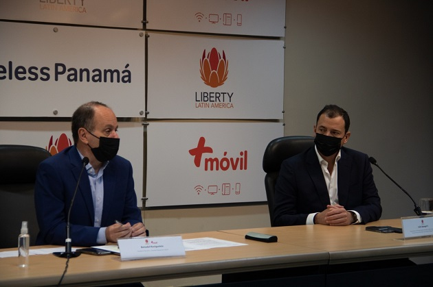 Betzalel Kenigsztein (izq.) y Julio Spiegel en conferencia de prensa. Foto/@BetzalelCWP