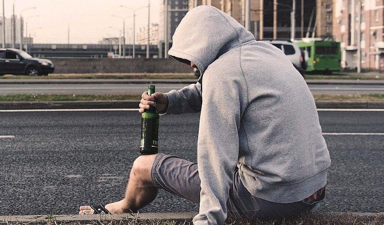 La pérdida de empleo y el encierro prolongado son factores que pueden influenciar en los suicidios. Archivo