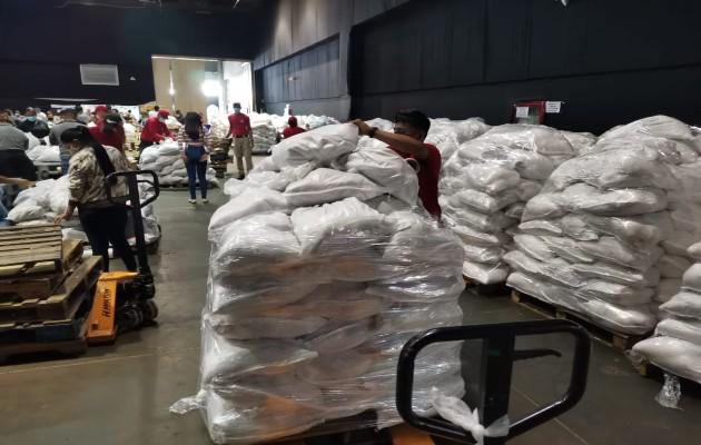 Según Valderrama, también se han comprado más de 600 mil quintales de arroz a los productores de las diferentes regiones del país durante la presente zafra, las que han sido distribuidas en las bolsas solidarias.