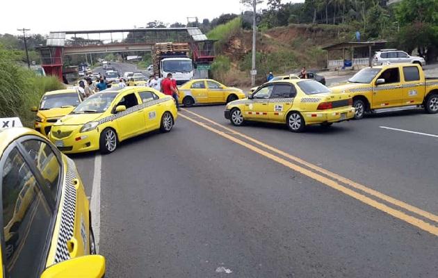 La caravana del transporte selectivo recorrió toda la carretera Panamá-Colón.