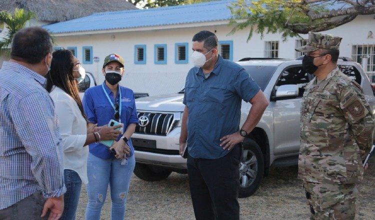 El ministro de Seguridad, Juan Manuel Pino, (Centro) junto a autoridades de Panamá Oeste.