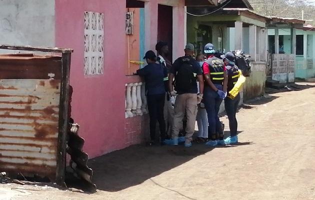 El cuerpo de Héctor Torres fue trasladado a la morgue judicial de Colón, donde se le realizará la necropsia de rigor. Foto: Diomedes Sánchez