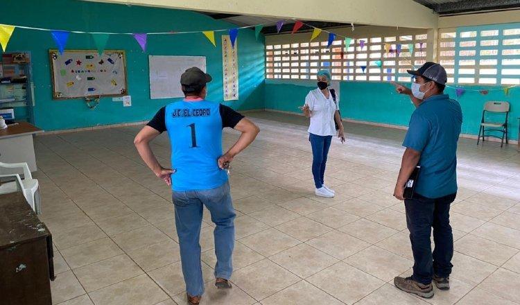 En Herrera, personal de Meduca y el Minsa inspeccionaron 77 escuelas que serán usados como centros de vacunación. Cortesía