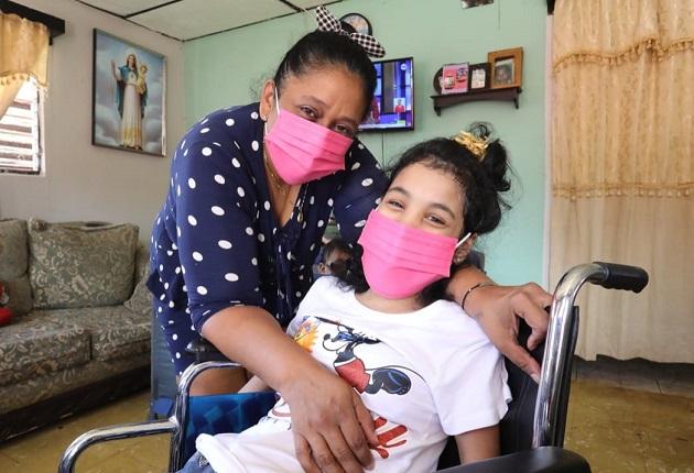 Ashly Carolina Herrera es una estudiante con excelentes calificaciones, a pesar de haber nacido con parálisis cerebral. Foto cortesía Mides