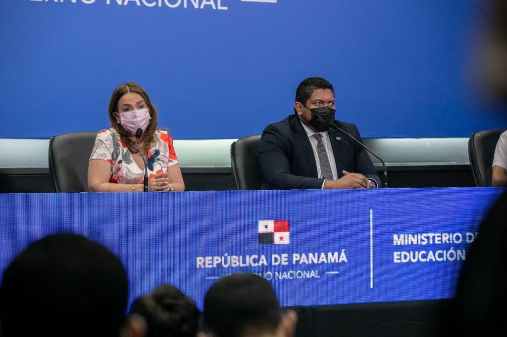 La ministra de Educación, Maruja Gorday de Villalobos, hizo el anuncio.