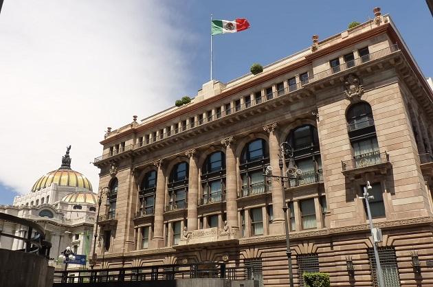 La fuerte liquidez y el fondeo basado en depósitos de clientes siguen siendo fortalezas crediticias clave de los bancos mexicano. EFE