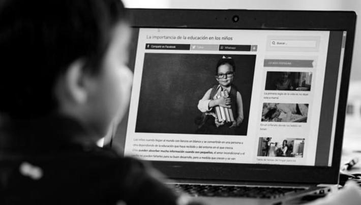 Muchos jóvenes necesitan que el Gobierno les ofrezca las herramientas necesarias para seguir con su instrucción: computadoras, tablets, conectividad verdadera, que alcance a todos los rincones del país.  Foto: EFE.