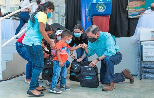 La ministra del Mides, María Inés Castillo, dijo que con estas entregas se continúa dando cumplimiento a la misión de esta administración en la lucha contra la pobreza y la desigualdad.