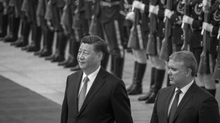 El presidente colombiano, Iván Duque, es recibido por su homólogo chino, Xi Jinping, en su vista el año pasado. Foto EFE.
