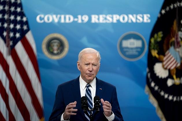 El presidente Joe Biden habló hoy sobre el estado de la vacuna contra la covid-19 en el Auditorio South Court de la Casa Blanca, en Washington, DC. Foto: EFE