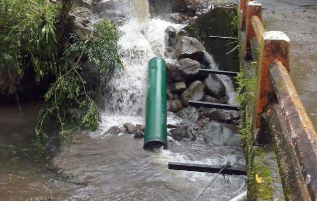 Se abrieron idrantes y válvulas de limpieza en diferentes puntos por donde recorren las tuberías. Foto: José Vásquez
