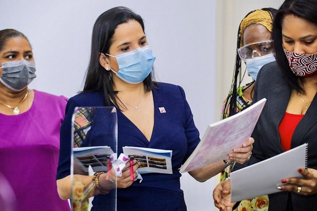 La ministra María Inés Castillo aboga por una mayor participación de la mujer en la vida política. Foto cortesía Mides