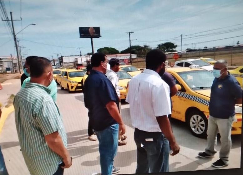 Los taxistas se manifestaron en las calles. Foto: Thays Domínguez